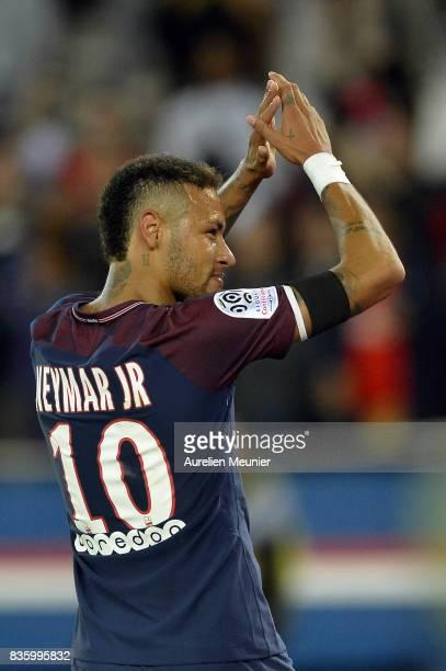 Neymar Jr of Paris SaintGermain salutes the fans after the Ligue 1 match between Paris SaintGermain and Toulouse at Parc des Princes on August 20...