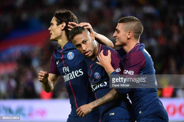 Neymar JR of PSG celebrates his equalising goal with Marco Verratti of PSG and Edinson Cavani of PSG during the Ligue 1 match between Paris Saint...