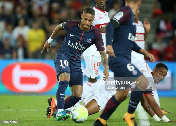 Neymar Jr of PSG Christopher Jullien of Toulouse during the French Ligue 1 match between Paris Saint Germain and Toulouse FC at Parc des Princes on...