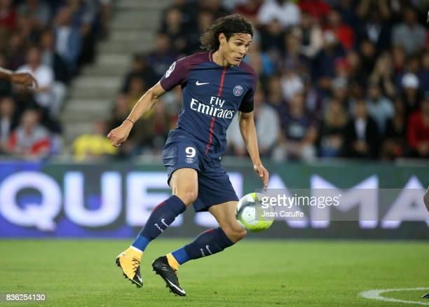 Neymar Jr of PSG Francois Moubandje of Toulouse during the French Ligue 1 match between Paris Saint Germain and Toulouse FC at Parc des Princes on...