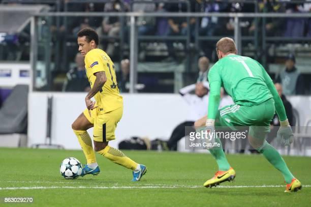 Neymar Jr of PSG goalkeeper of Anderlecht Matz Sels during the UEFA Champions League match between RSC Anderlecht and Paris Saint Germain at Constant...