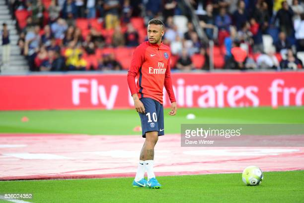 Neymar JR of PSG warms up before the Ligue 1 match between Paris Saint Germain and Toulouse at Parc des Princes on August 20 2017 in Paris