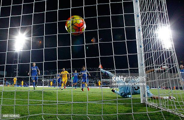 Neymar JR scores their second goal against goalkeeper Vicente Guaita during the La Liga match between Getafe CF and FC Barcelona at Coliseum Alfonso...