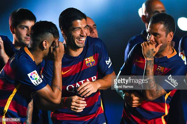 Neymar Luis Suarez and Dani Alves of FC Barcelona share a joke during the team official presentation ahead of the Joan Gamper trophy match at Camp...
