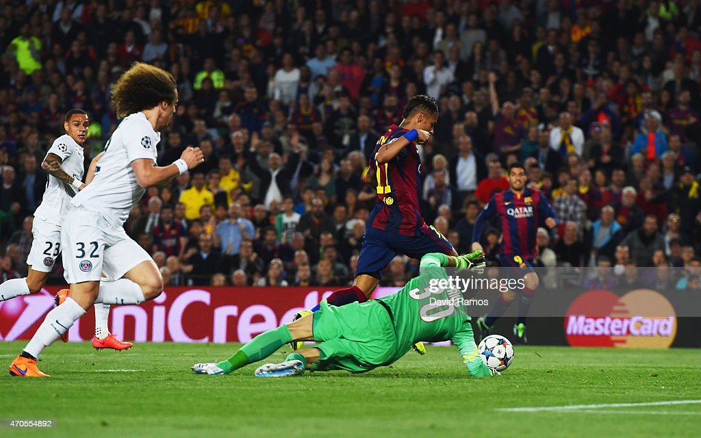 Neymar of Barcelona beats goalkeeper <a gi-track='captionPersonalityLinkClicked' href=/galleries/search?phrase=Salvatore+Sirigu&family=editorial&specificpeople=5969515 ng-click='$event.stopPropagation()'>Salvatore Sirigu</a> of PSG as he scores their first goal during the UEFA Champions League Quarter Final second leg match between FC Barcelona and Paris Saint-Germain at Camp Nou on April 21, 2015 in Barcelona, Spain.