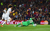 Neymar of Barcelona beats goalkeeper Salvatore Sirigu of PSG as he scores their first goal during the UEFA Champions League Quarter Final second leg...