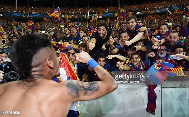 Neymar of Barcelona celebrates with fans after winning the UEFA Champions League Final between Juventus and FC Barcelona at Olympiastadion on June 6...