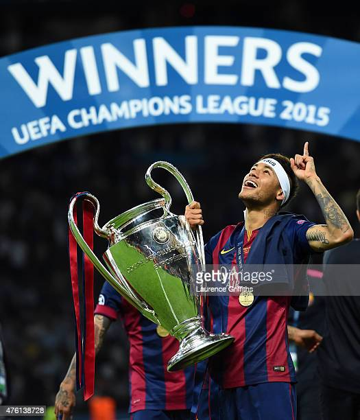 Neymar of Barcelona celebrates with the trophy after the UEFA Champions League Final between Juventus and FC Barcelona at Olympiastadion on June 6...