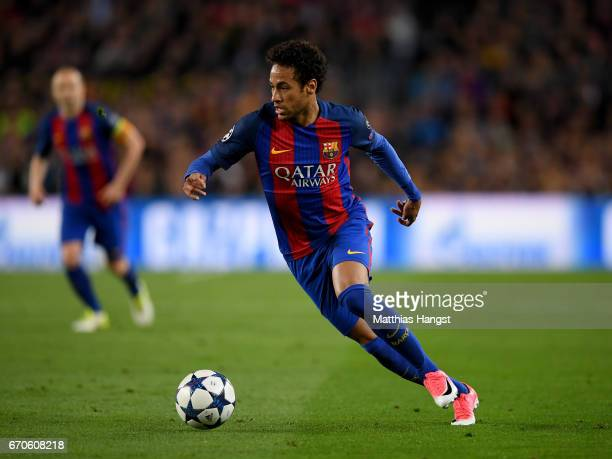 Neymar of Barcelona controls the ball during the UEFA Champions League Quarter Final second leg match between FC Barcelona and Juventus at Camp Nou...