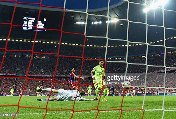 Neymar of Barcelona scores their first goal past Manuel Neuer of Bayern Muenchen during the UEFA Champions League semi final second leg match between...