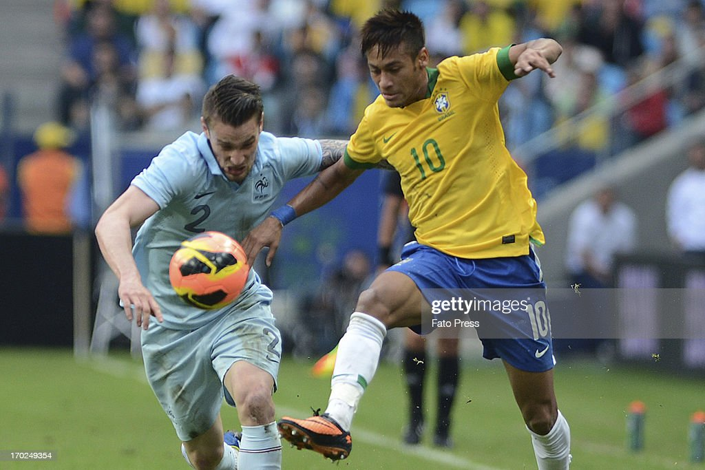 Neymar of Brasil fights for the ball with Debuchy of France during the friendly match between Brasil and France on June 09, 2013 in Porto Alegre, Brasil