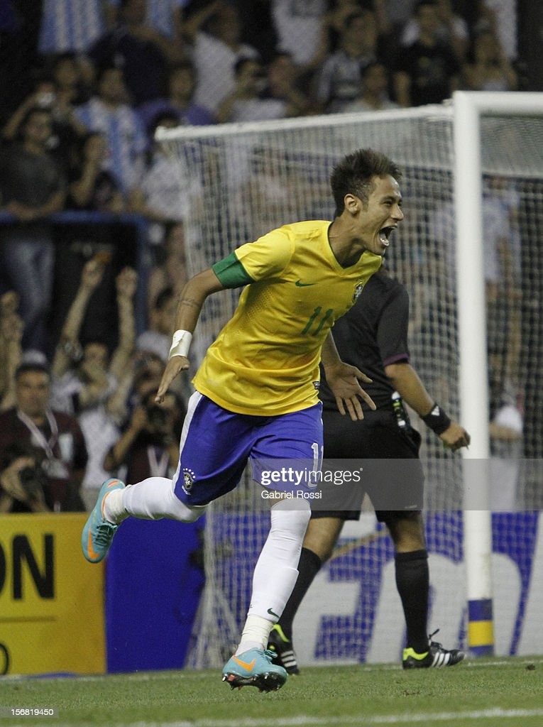 Neymar of Brazil celebrates a scored penalty during the second leg of the Superclasico de Las AmŽricas (Doctor Nicolas Leoz Cup) between Argentina and Brazil at Bombonera Stadium on November 21, 2012 in Buenos Aires, Argentina.