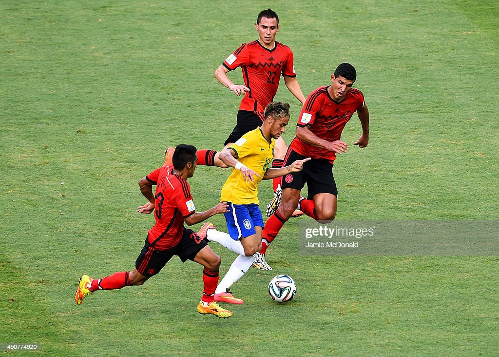 Neymar of Brazil controls the ball against Jose Juan Vazquez (L) and <a gi-track='captionPersonalityLinkClicked' href=/galleries/search?phrase=Francisco+Javier+Rodriguez&family=editorial&specificpeople=469708 ng-click='$event.stopPropagation()'>Francisco Javier Rodriguez</a> of Mexico (R) during the 2014 FIFA World Cup Brazil Group A match between Brazil and Mexico at Castelao on June 17, 2014 in Fortaleza, Brazil.