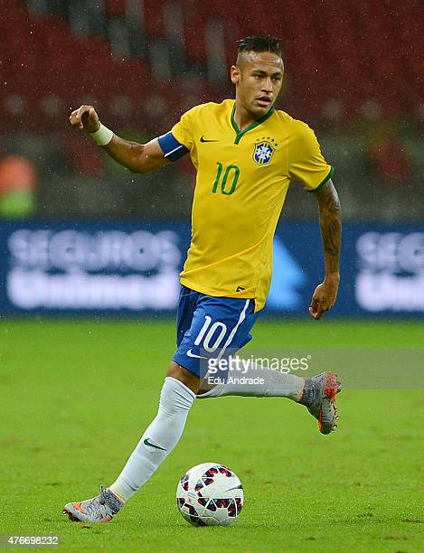 Neymar of Brazil controls the ball during the international friendly match between Brazil and Honduras at Beira Rio Stadium on June 10 2015 in Porto...