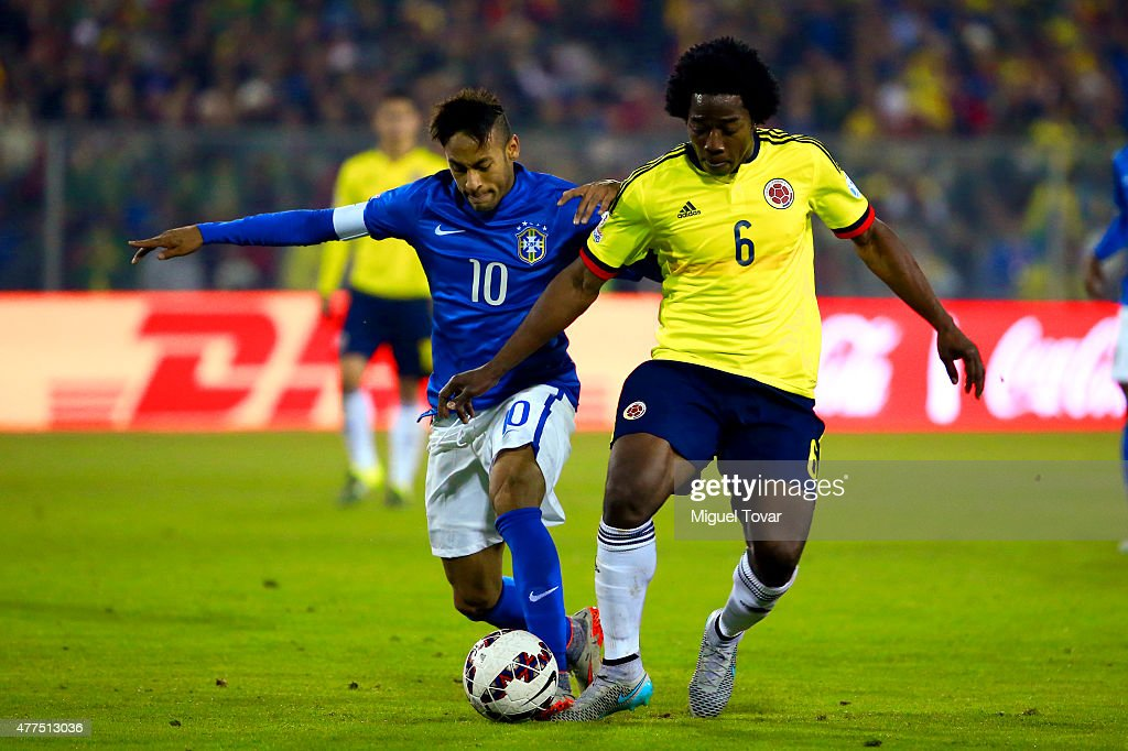 Neymar of Brazil fights for the ball with Carlos Sanchez of Colombia during the 2015 Copa America Chile Group C match between Brazil and Colombia at Monumental David Arellano Stadium on June 17, 2015 in Santiago, Chile.