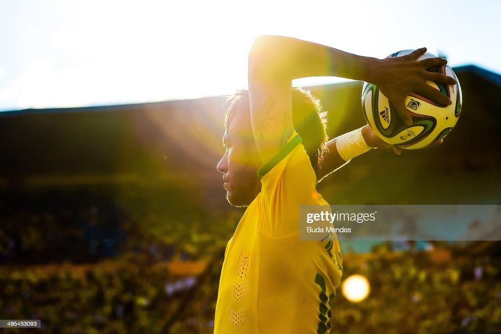 Neymar of Brazil in action during the International Friendly Match between Brazil and Panama at Serra Dourada Stadium on June 03, 2014 in Goiania, Brazil.