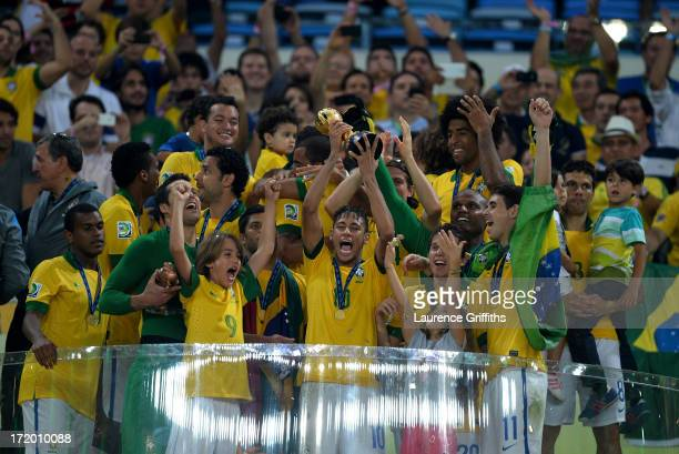 Neymar of Brazil lifts the trophy with his teammates following their victory at the end of the FIFA Confederations Cup Brazil 2013 Final match...