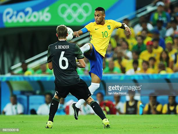 Neymar of Brazil vies with Sven Bender during Brazil versus Germany in the Men's football final match at Maracana Stadium on August 20 2016 in Rio de...