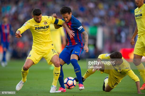 Neymar of FC Barcelona battles for the ball against Mateo Pablo Musacchio of Villarreal CF during of the La Liga match between FC Barcelona and...