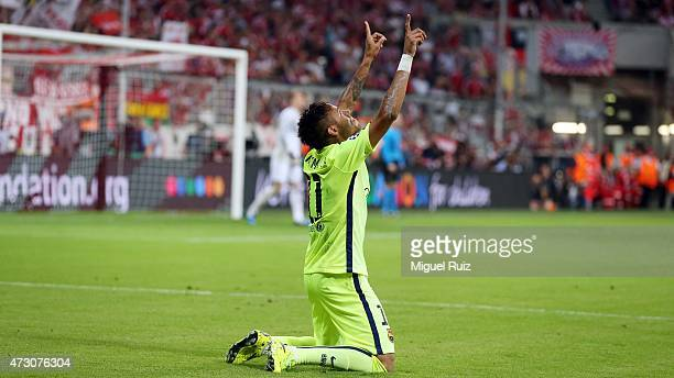Neymar of FC Barcelona celebrates after scoring the second goal during the UEFA Champions League semifinal 2nd round match between FC Bayern Muenchen...
