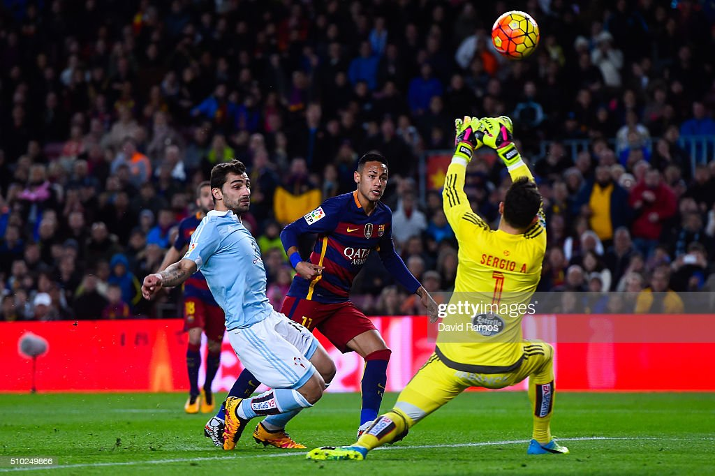 Neymar of FC Barcelona competes for the ball with Jonny Castro (L) and Sergio Alvarez of RC Celta de Vigo during the La Liga match between FC Barcelona and Celta Vigo at Camp Nou on February 14, 2016 in Barcelona, Spain.