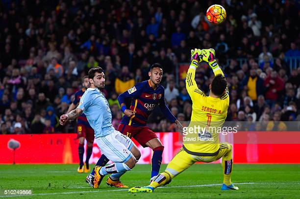 Neymar of FC Barcelona competes for the ball with Jonny Castro and Sergio Alvarez of RC Celta de Vigo during the La Liga match between FC Barcelona...