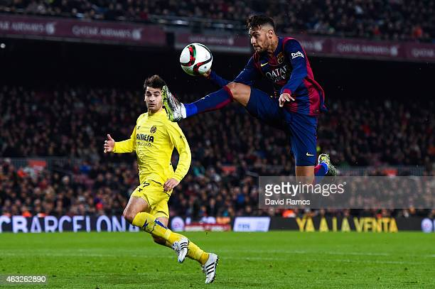 Neymar of FC Barcelona controls the ball during the Copa del Rey SemiFinal first leg match between FC Barcelona and Villarreal CF at Camp Nou on...
