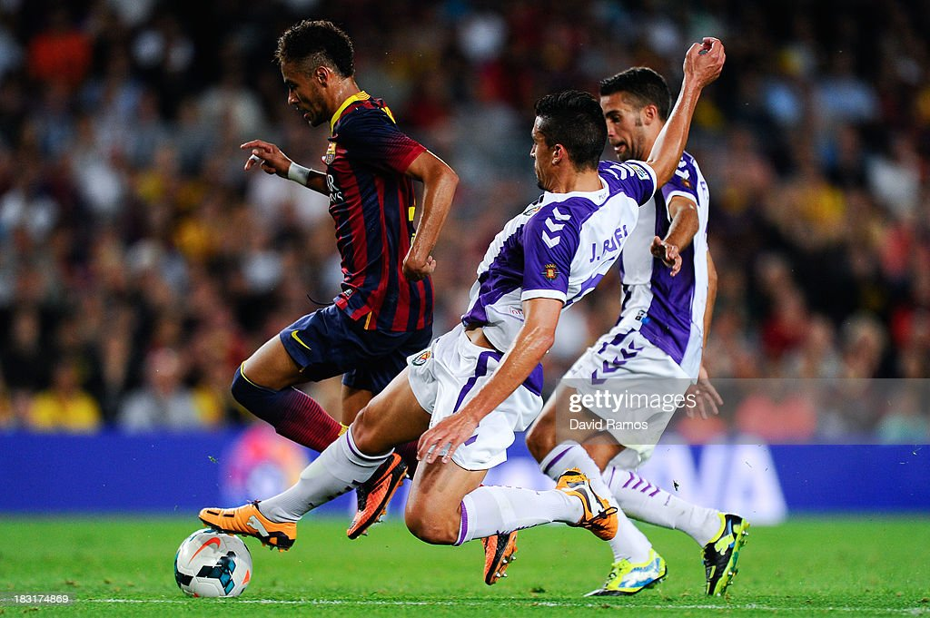 Neymar of FC Barcelona duels for the ball with Jesus Rueda (C) and Fausto Rossi of Real Valladolid CF during the La Liga match between FC Barcelona and Real Valladolid CF at Camp Nou on October 5, 2013 in Barcelona, Spain.