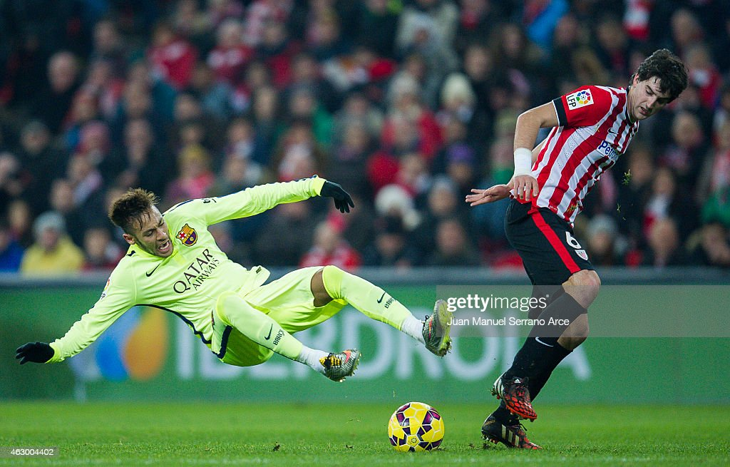 Neymar of FC Barcelona duels for the ball with <a gi-track='captionPersonalityLinkClicked' href=/galleries/search?phrase=Mikel+San+Jose&family=editorial&specificpeople=5973705 ng-click='$event.stopPropagation()'>Mikel San Jose</a> of Athletic Club during the La Liga match between Athletic Club and FC Barcelona at San Mames Stadium on February 8, 2015 in Bilbao, Spain.