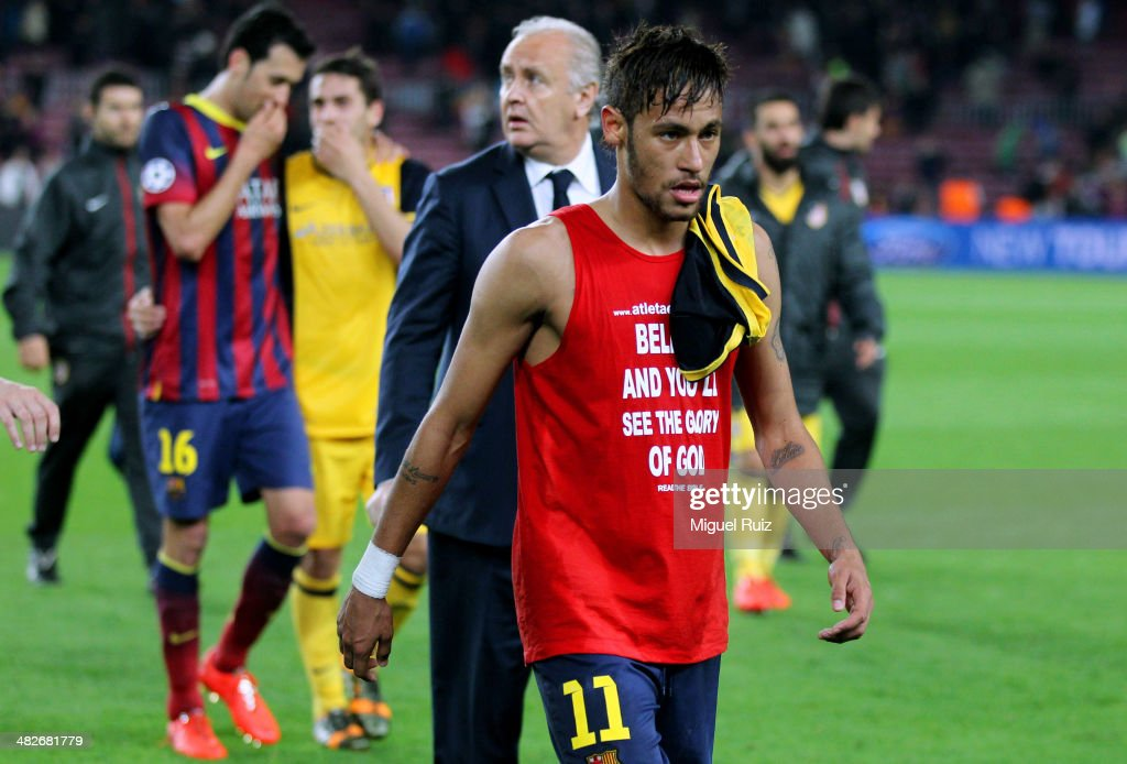 Neymar (C) of FC Barcelona heads for the dressing room during the UEFA Champions League Quarter Final first leg between FC Barcelona and Club Atletico de Madrid at Nou Camp on April 1, 2014 in Barcelona, Spain.