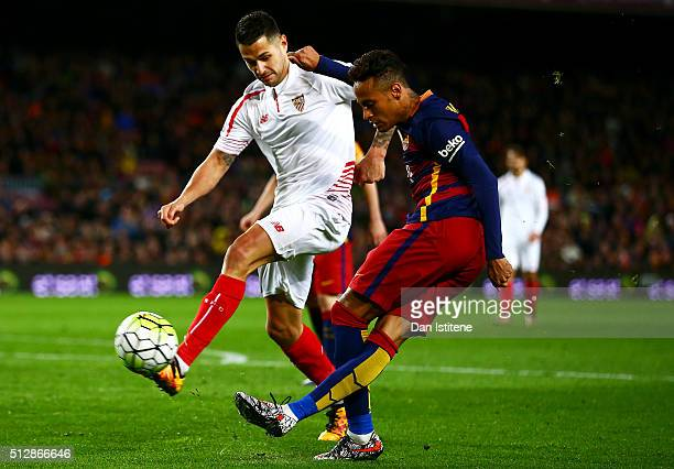Neymar of FC Barcelona hits a rabona cross during the La Liga match between FC Barcelona and Sevilla FC at Camp Nou on February 28 2016 in Barcelona...