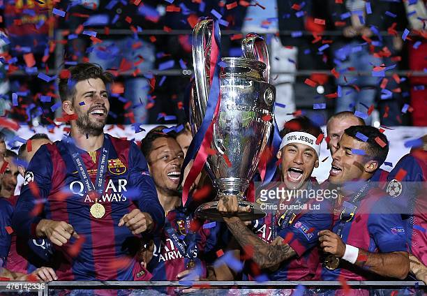 Neymar of FC Barcelona lifts the trophy following the UEFA Champions League Final match between Juventus and FC Barcelona at the Olympiastadion on...