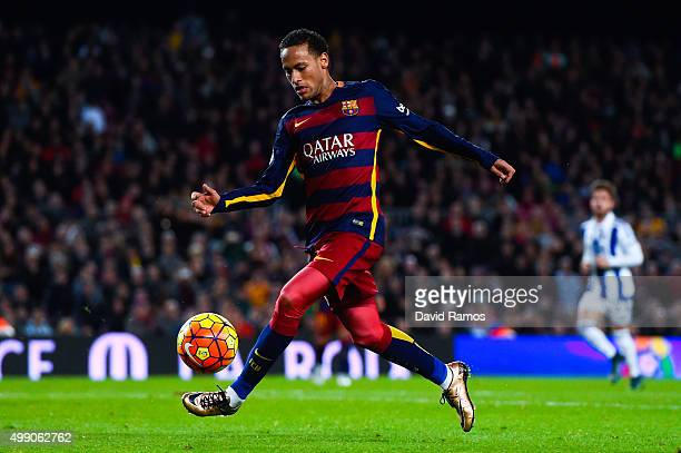 Neymar of FC Barcelona runs with the ball during the La Liga match between FC Barcelona and Real Sociedad de Futbol at Camp Nou on November 28 2015...