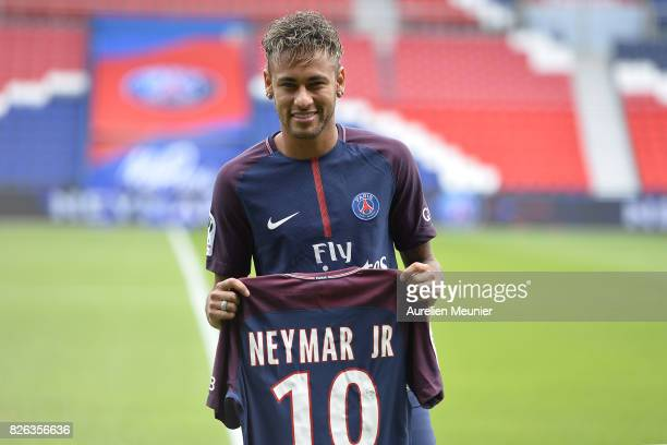 Neymar poses with his new jersey after a press conference with Paris SaintGermain President Nasser AlKhelaifi on August 4 2017 in Paris France Neymar...