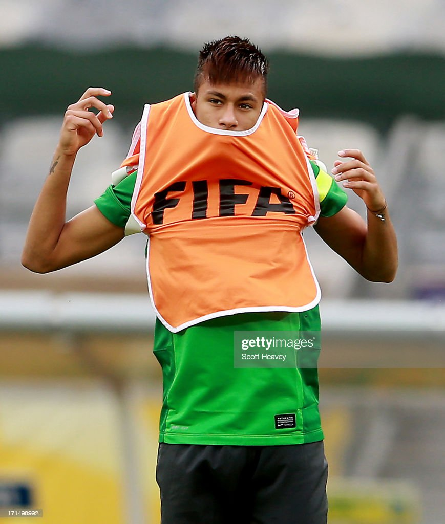 Neymar puts on a FIFA training bib during a Brazil training session ahead of their FIFA Confederations Cup 2013 Semi Final match against Uruguay on June 25, 2013 in Belo Horizonte, Brazil.