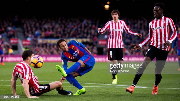 Neymar Santos Jr of FC Barcelona shoots the ball between Oscar de Marcos and Inaki Williams of Athletic Club during the La Liga match between FC...