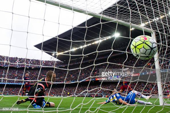 Neymar Santos Jr of FC Barcelona shoots the ball past Rober Correa and Pau Lopez of RCD Espanyol and scores his team's fifth goal during the La Liga...