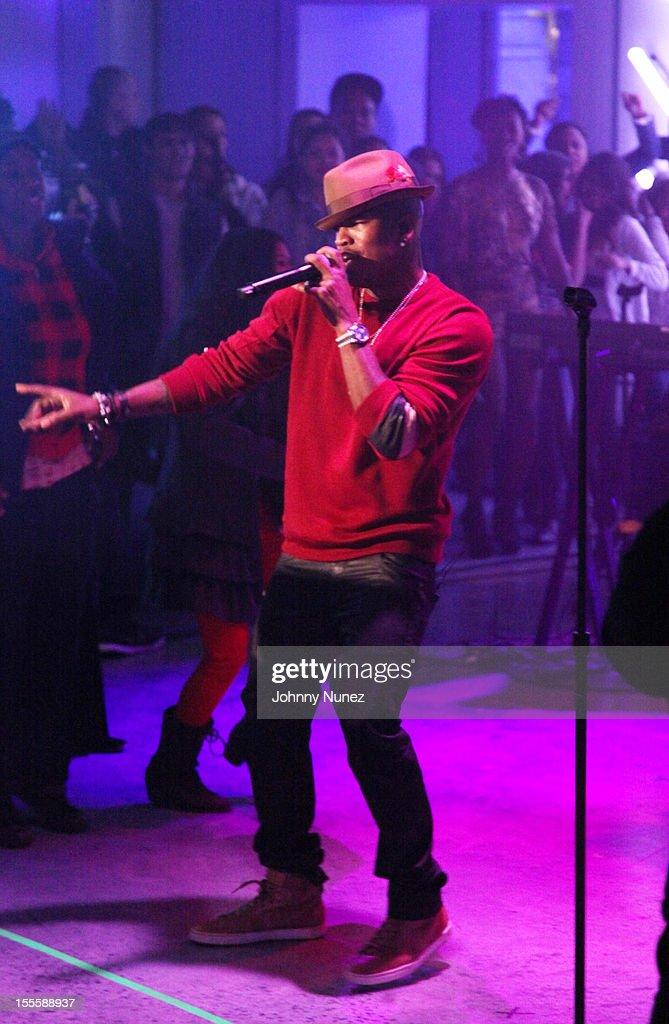 Ne-Yo performs at fuse Studios on November 5, 2012 in New York City.
