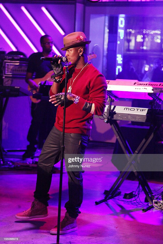<a gi-track='captionPersonalityLinkClicked' href=/galleries/search?phrase=Ne-Yo&family=editorial&specificpeople=451543 ng-click='$event.stopPropagation()'>Ne-Yo</a> performs at fuse Studios on November 5, 2012 in New York City.