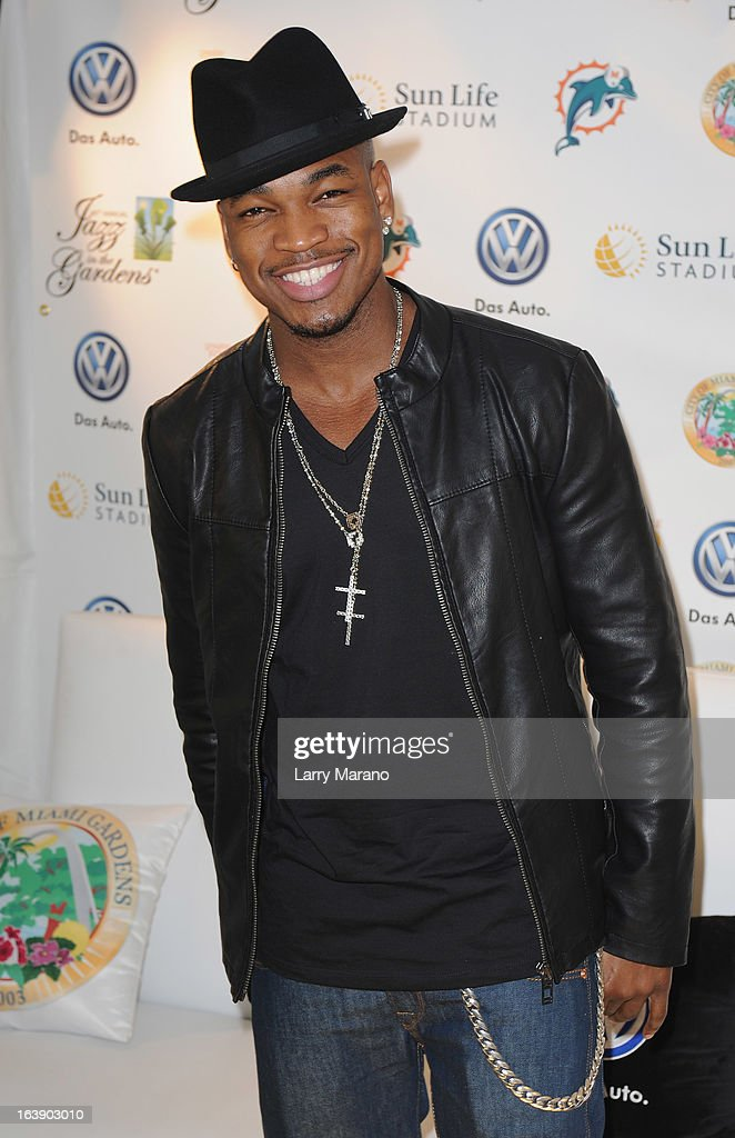 Ne-Yo poses backstage at the 8th Annual Jazz in the Gardens Day 2 at Sun Life Stadium presented by the City of Miami Gardens on March 17, 2013 in Miami Gardens, Florida.
