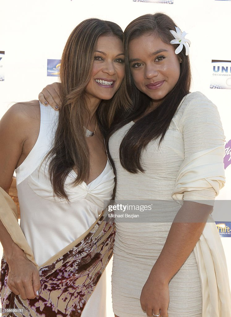 <a gi-track='captionPersonalityLinkClicked' href=/galleries/search?phrase=Nia+Peeples&family=editorial&specificpeople=635440 ng-click='$event.stopPropagation()'>Nia Peeples</a> and Sienna Peeples attend Birth 2012 LA Gala at Agape International Spiritual Center on December 22, 2012 in Los Angeles, California.