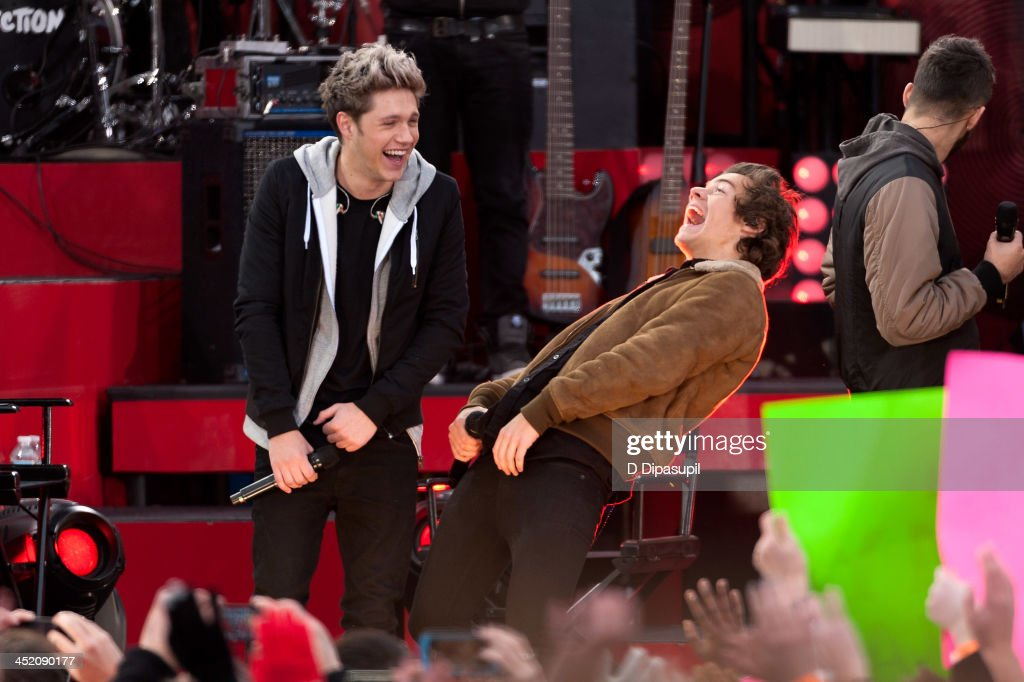 <a gi-track='captionPersonalityLinkClicked' href=/galleries/search?phrase=Niall+Horan&family=editorial&specificpeople=7229827 ng-click='$event.stopPropagation()'>Niall Horan</a> (L) and <a gi-track='captionPersonalityLinkClicked' href=/galleries/search?phrase=Harry+Styles&family=editorial&specificpeople=7229830 ng-click='$event.stopPropagation()'>Harry Styles</a> of One Direction perform on ABC's 'Good Morning America' at Rumsey Playfield, Central Park on November 26, 2013 in New York City.