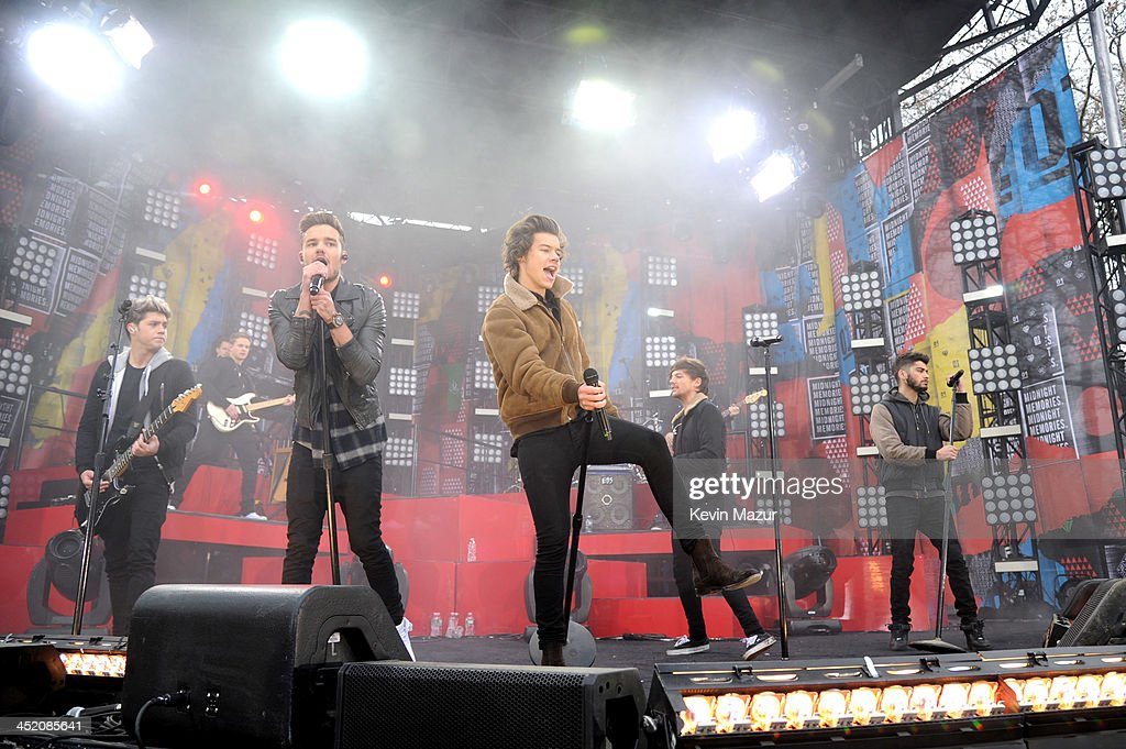 Niall Horan, Harry Styles, Liam Payne, Zayn Malik and Louis Tomlinson of One Direction perform on ABC's 'Good Morning America' at Rumsey Playfield, Central Park on November 26, 2013 in New York City.