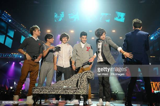 Niall Horan Louis Tomlinson Liam Payne Zayn Malik and Harry Styles of One Direction with Nick Grimshaw during the BBC Radio 1 Teen Awards at Wembley...