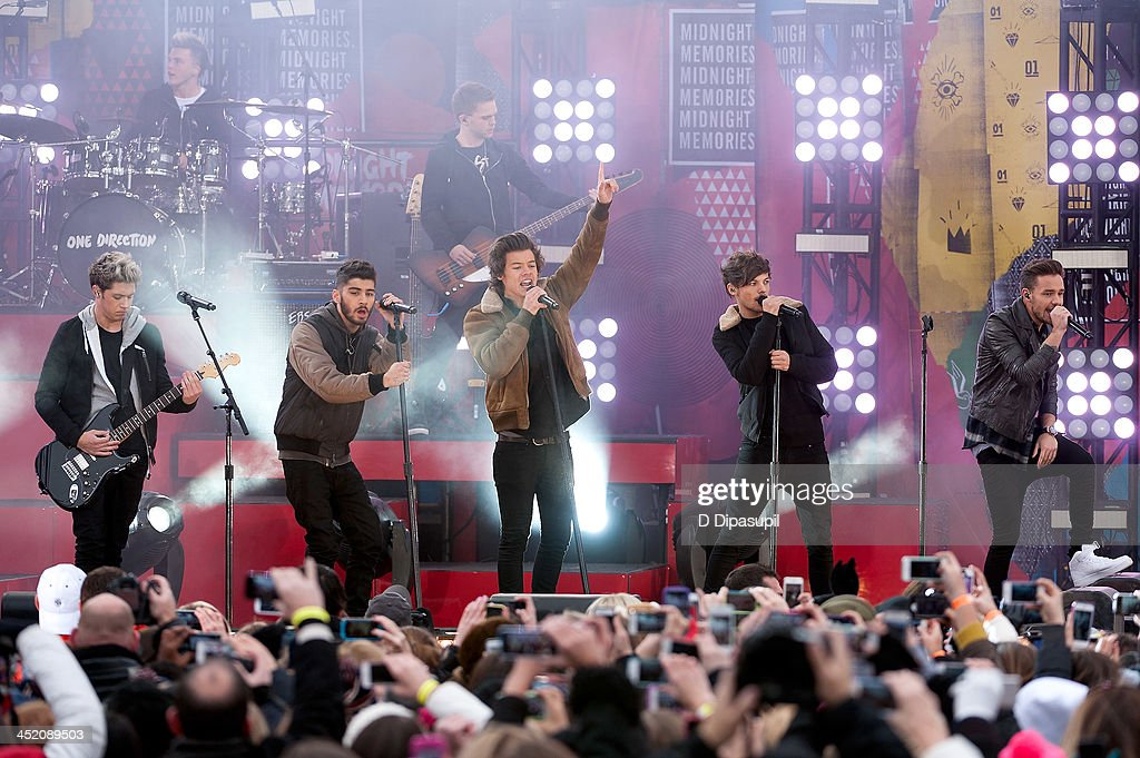 <a gi-track='captionPersonalityLinkClicked' href=/galleries/search?phrase=Niall+Horan&family=editorial&specificpeople=7229827 ng-click='$event.stopPropagation()'>Niall Horan</a>, <a gi-track='captionPersonalityLinkClicked' href=/galleries/search?phrase=Zayn+Malik&family=editorial&specificpeople=7298822 ng-click='$event.stopPropagation()'>Zayn Malik</a>, <a gi-track='captionPersonalityLinkClicked' href=/galleries/search?phrase=Harry+Styles&family=editorial&specificpeople=7229830 ng-click='$event.stopPropagation()'>Harry Styles</a>, <a gi-track='captionPersonalityLinkClicked' href=/galleries/search?phrase=Louis+Tomlinson&family=editorial&specificpeople=7235196 ng-click='$event.stopPropagation()'>Louis Tomlinson</a>, and <a gi-track='captionPersonalityLinkClicked' href=/galleries/search?phrase=Liam+Payne&family=editorial&specificpeople=7235152 ng-click='$event.stopPropagation()'>Liam Payne</a> of One Direction perform on ABC's 'Good Morning America' at Rumsey Playfield, Central Park on November 26, 2013 in New York City.