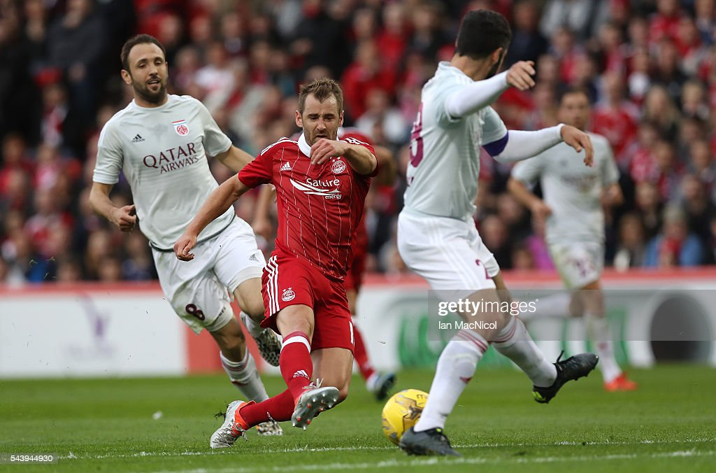 <a gi-track='captionPersonalityLinkClicked' href=/galleries/search?phrase=Niall+McGinn&family=editorial&specificpeople=6130595 ng-click='$event.stopPropagation()'>Niall McGinn</a> of Aberdeen shoots at goal during the UEFA Europa League First Qualifying Round, First Leg match between Aberdeen and CS Fola Esch at Pittodrie Stadium on June 30, 2016 in Aberdeen, Scotland.
