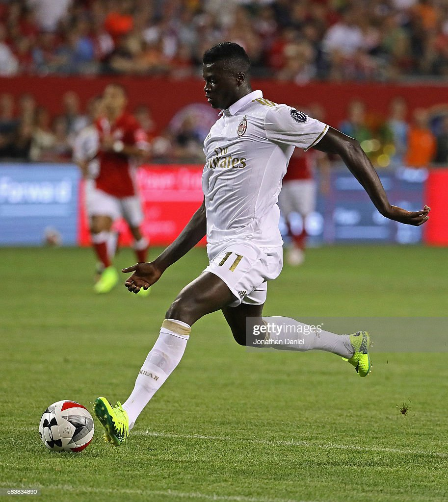 http://media.gettyimages.com/photos/niang-mbaye-of-ac-milan-shoots-for-a-score-against-fc-bayern-munich-picture-id583834890