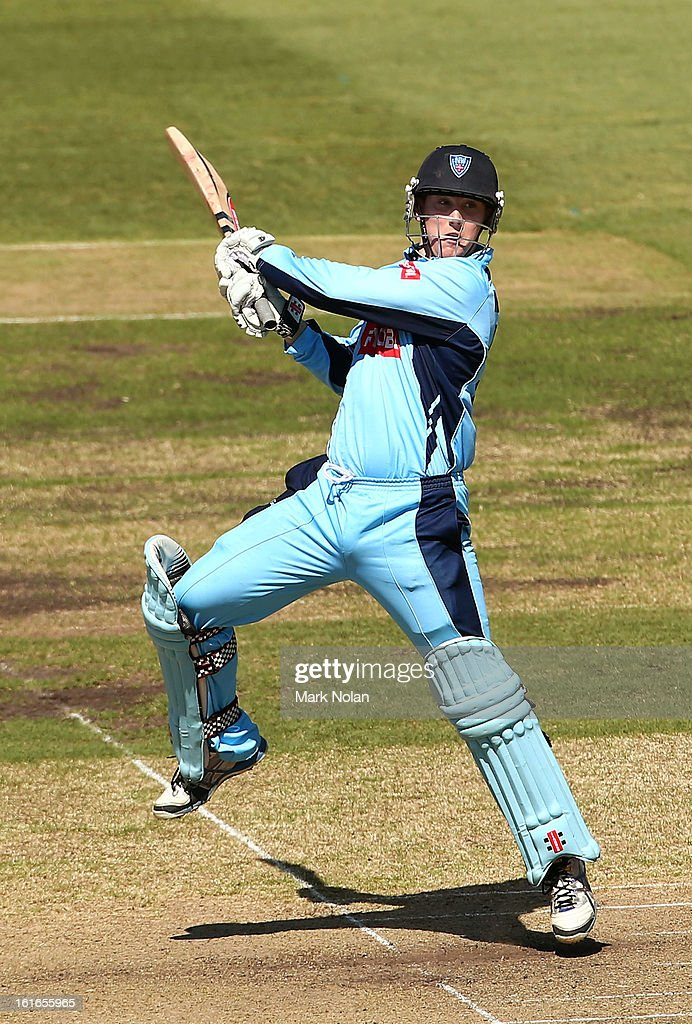 Nic Maddinson of the Blues bats during the Ryobi Cup One Day match between the New South Wales Blues and the South Australian Redbacks at Sydney Cricket Ground on February 14, 2013 in Sydney, Australia.