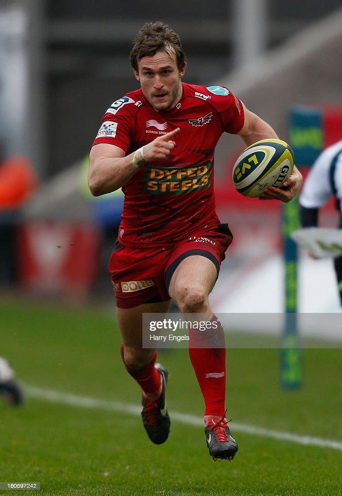 Nic Reynolds of Scarlets makes a break to score a try during the LV= Cup match between Scarlets and Leicester Tigers at Parc y Scarlets on February 3, 2013 in Llanelli, Wales.