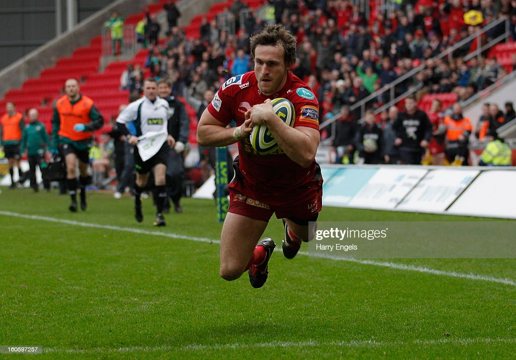 Nic Reynolds of Scarlets scores a try during the LV= Cup match between Scarlets and Leicester Tigers at Parc y Scarlets on February 3, 2013 in Llanelli, Wales.